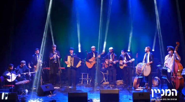 המניין - מביאים את בית הכנסת אל הבמה