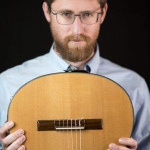 יצחק מאיר והגיטרה - רקע שחור